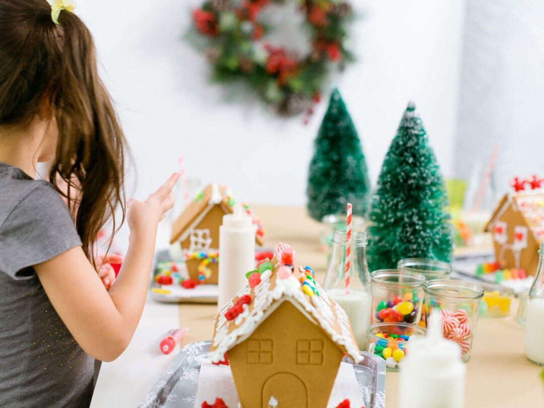 christmas ginger bread house decorating